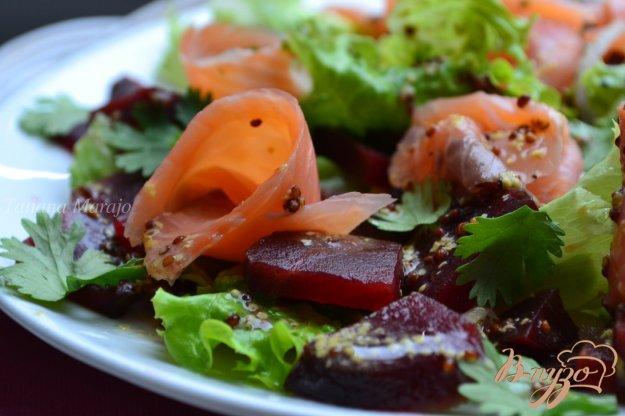 Рецепт Салат со свеклой и копченой семгой