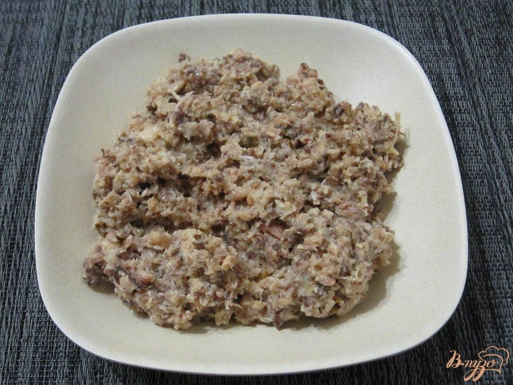 Фото приготовление рецепта: Быстрый рыбный суп с вермишелью шаг №4