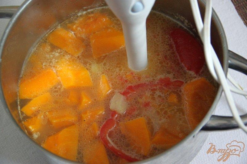 Фото приготовление рецепта: Суп-пюре с тыквой и овощами, с рисом шаг №5