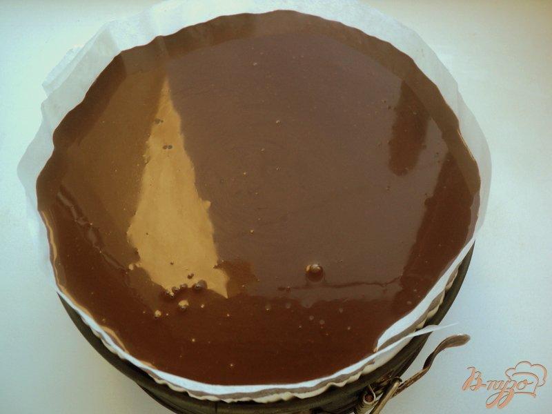 Фото приготовление рецепта: Торт «Клубника в шоколаде» шаг №9