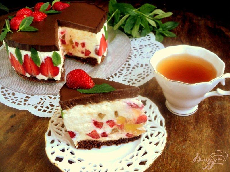 Фото приготовление рецепта: Торт «Клубника в шоколаде» шаг №11