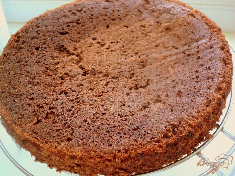 Фото приготовление рецепта: Торт «Клубника в шоколаде» шаг №4