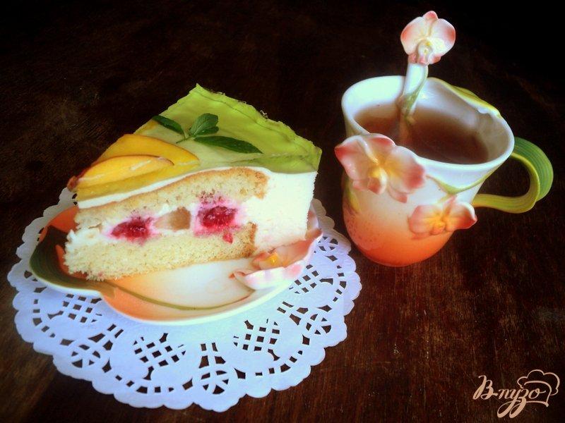 Фото приготовление рецепта: Торт с персиками и малиной шаг №10