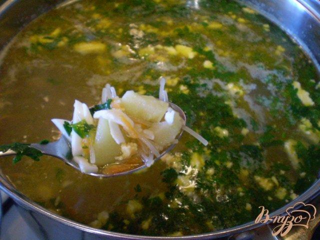 Фото приготовление рецепта: Суп с вареными яйцами шаг №6