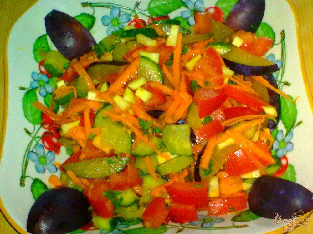 Фото приготовление рецепта: Салат со сливами шаг №6