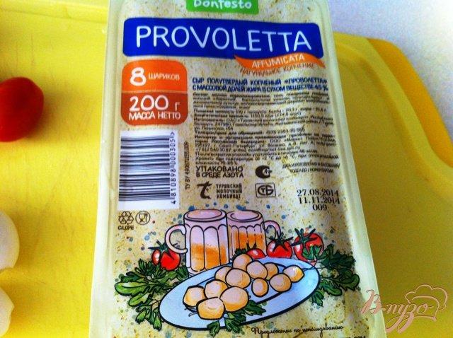 Фото приготовление рецепта: Салат из перепелиных яиц и копченого сыра Провалетта шаг №3