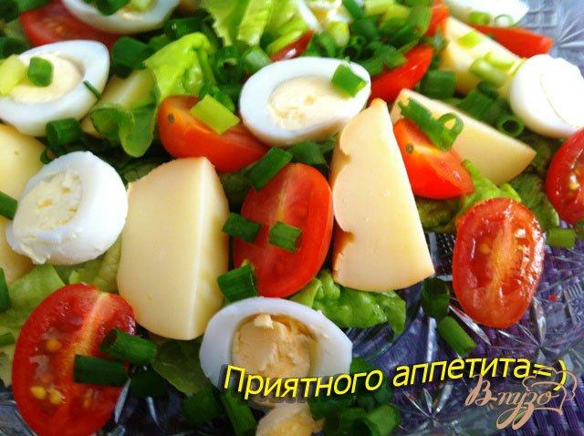 Фото приготовление рецепта: Салат из перепелиных яиц и копченого сыра Провалетта шаг №8