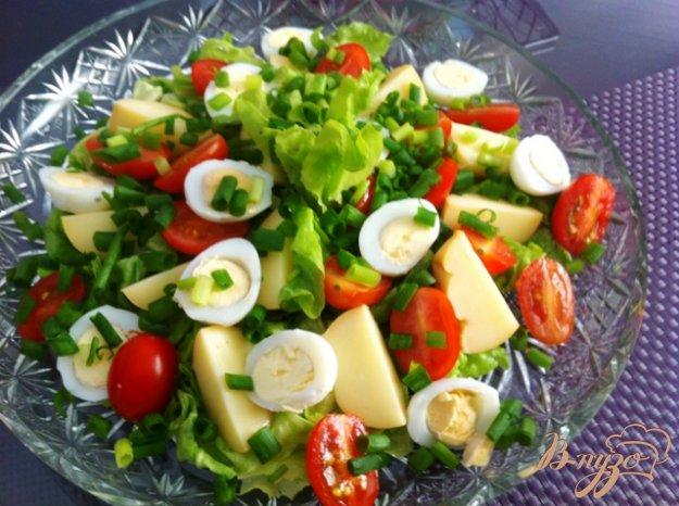 фото рецепта: Салат из перепелиных яиц и копченого сыра Провалетта