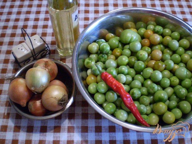 Фото приготовление рецепта: Тушенные зеленые помидоры с луком шаг №1
