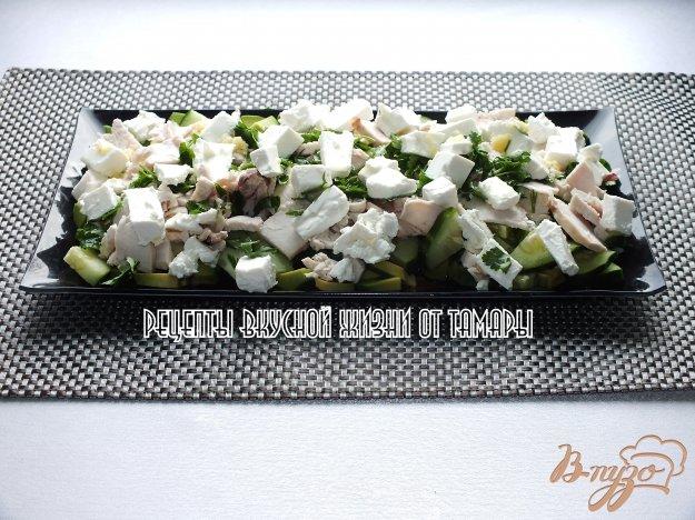 фото рецепта: Салат с авокадо, сыром и курицей