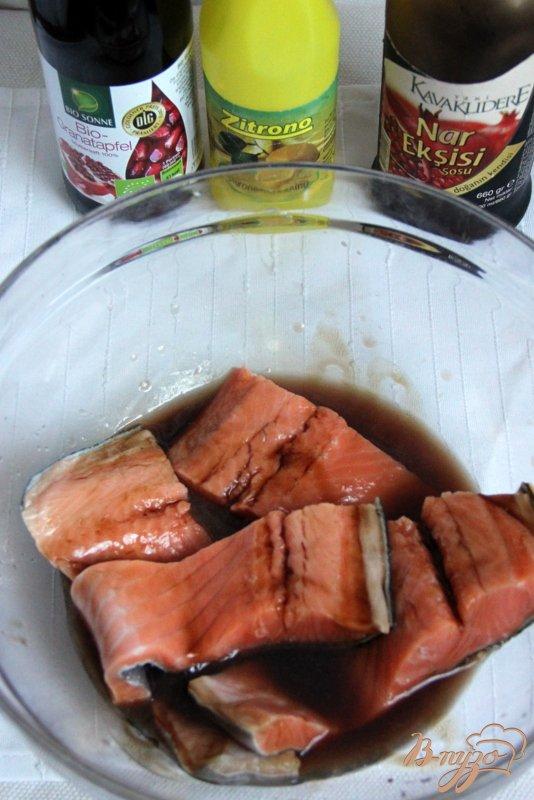Лосось в гранатовом соусе