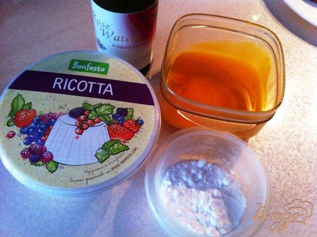 Фото приготовление рецепта: Слоёные треугольнички с сыром рикотта шаг №1