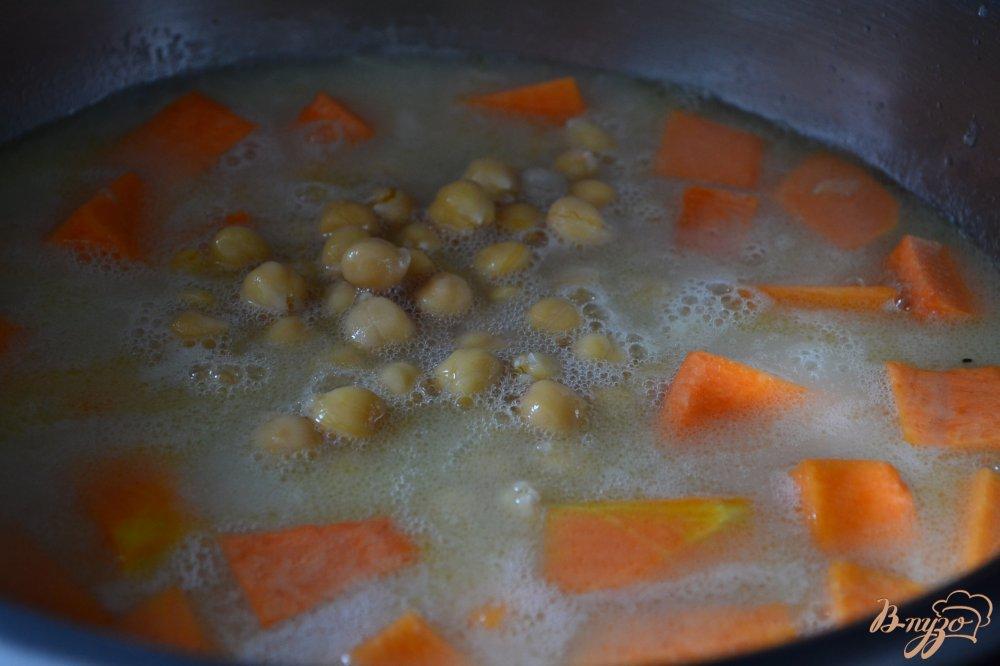 Фото приготовление рецепта: Суп из тыквы  с нутом шаг №2