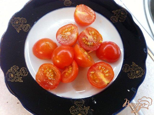 Фото приготовление рецепта: Слойки с сыром и помидорами черри шаг №3