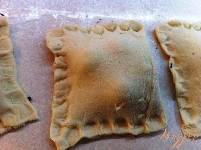 Фото приготовление рецепта: Слойки с сыром и помидорами черри шаг №6