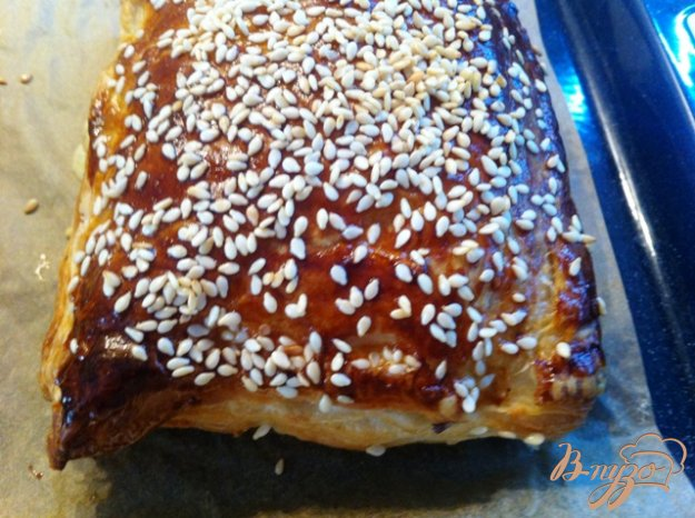 фото рецепта: Слойки с сыром и помидорами черри