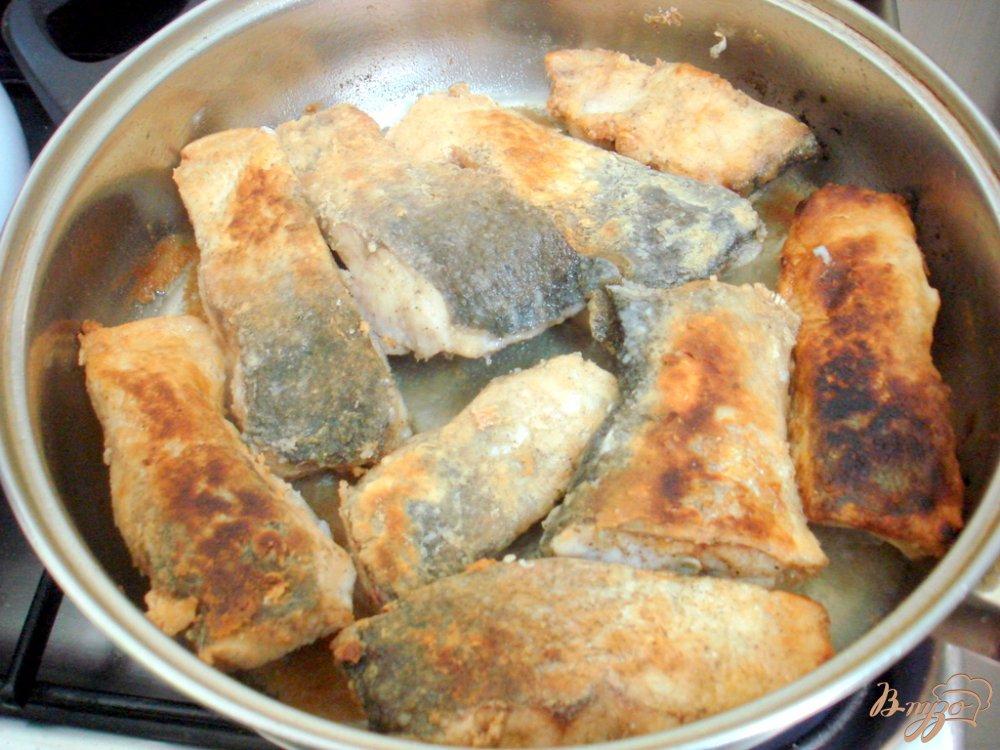 Фото приготовление рецепта: Рыба под свекольным маринадом шаг №7