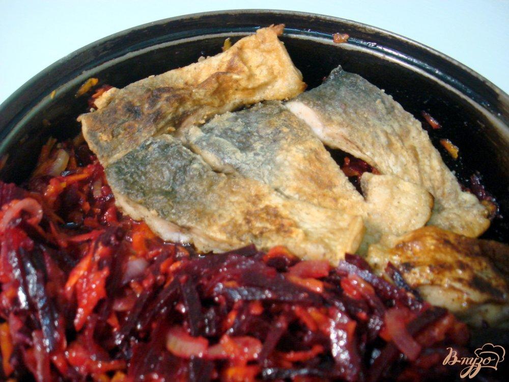 Фото приготовление рецепта: Рыба под свекольным маринадом шаг №8
