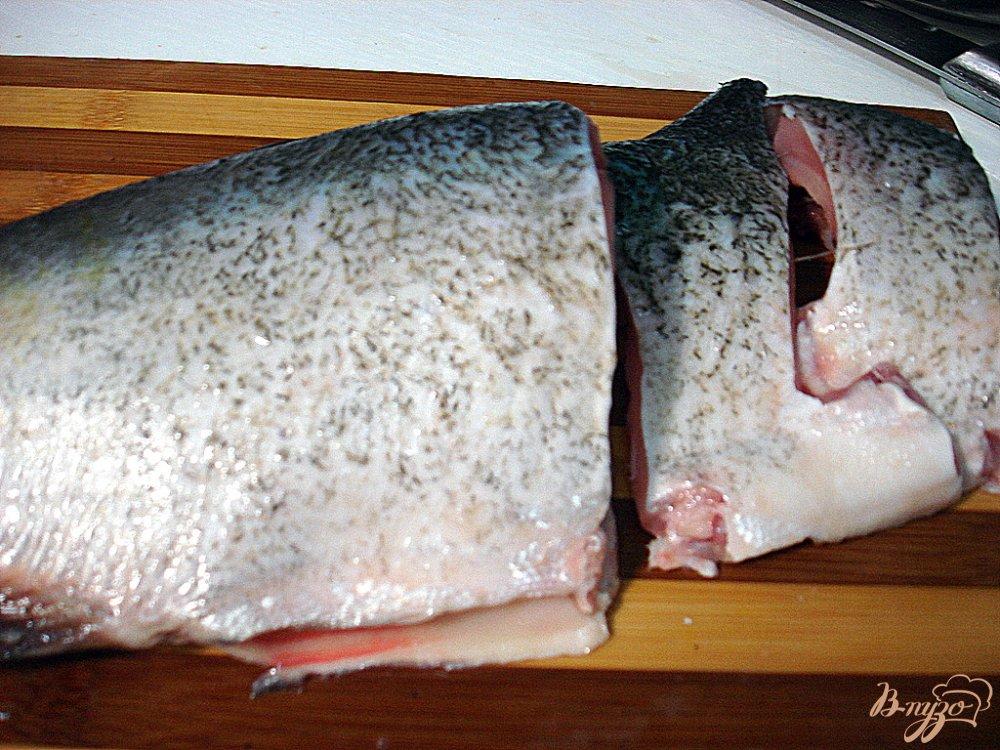 Фото приготовление рецепта: Рыба под свекольным маринадом шаг №5