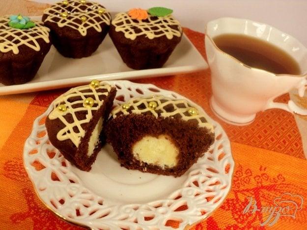 фото рецепта: Шоколадные маффины с сюрпризом