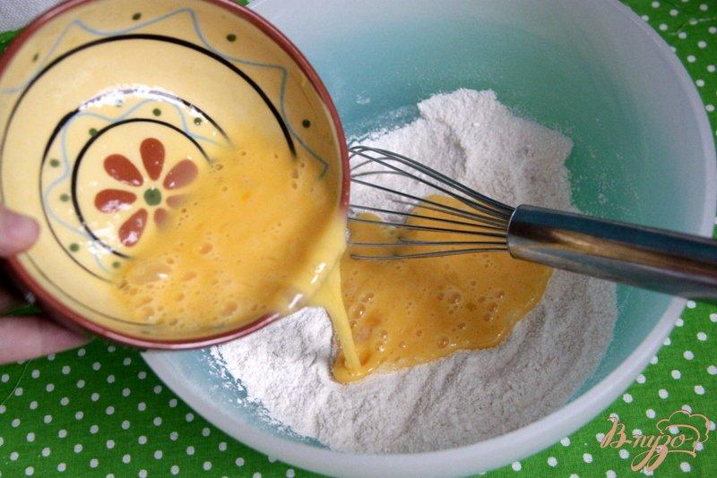 Фото приготовление рецепта: Яблочный пирог с  хрустящей корочкой шаг №2