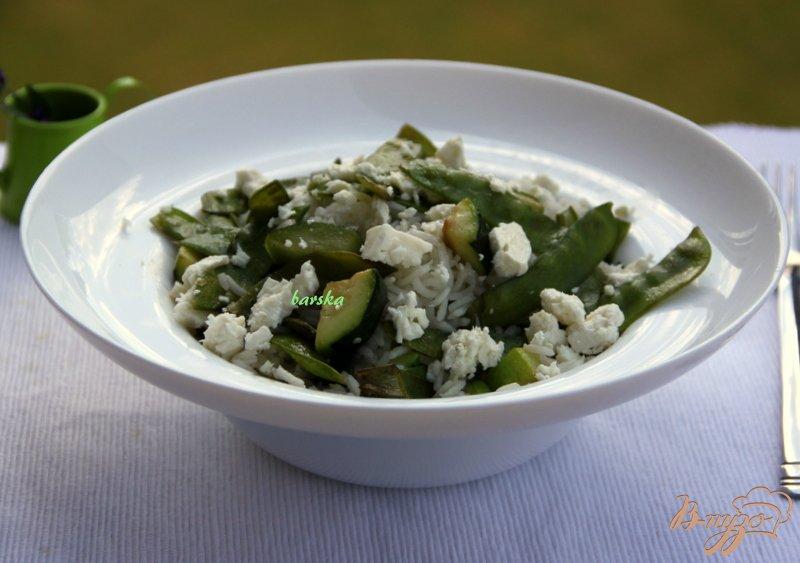 Фото приготовление рецепта: Рис с зелёной фасолью, цуккини и фетой шаг №6
