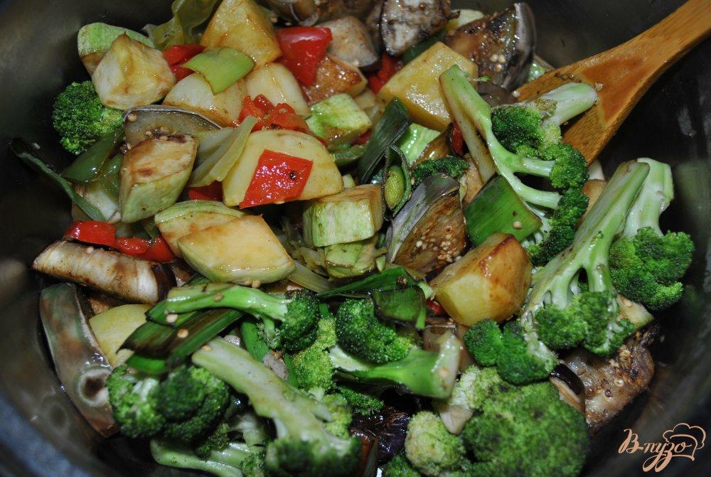Фото приготовление рецепта: Овощное рагу с брокколи шаг №8