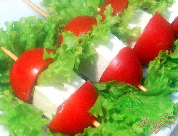 Закуска из сыра и помидоров