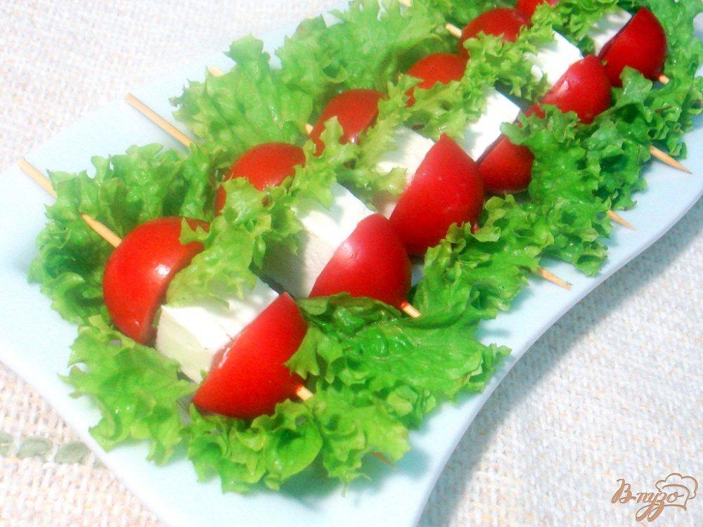 Фото приготовление рецепта: Закуска из сыра и помидоров шаг №6