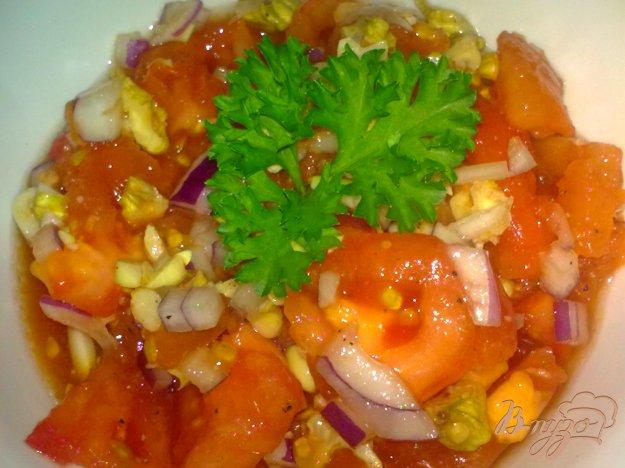 Рецепт Салат из помидор с орехами