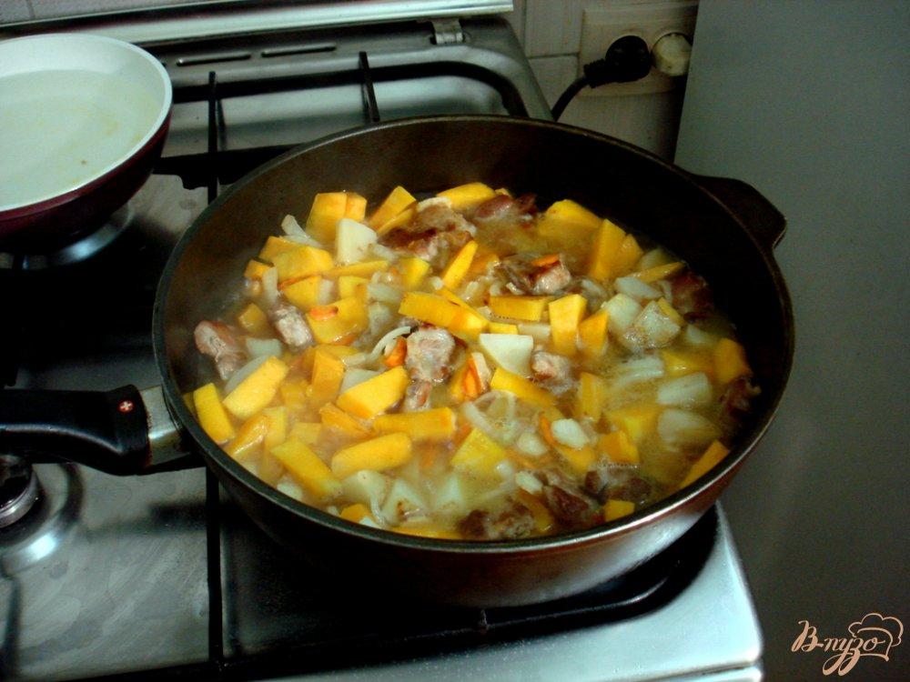 Фото приготовление рецепта: Рагу со свининой и тыквой шаг №9