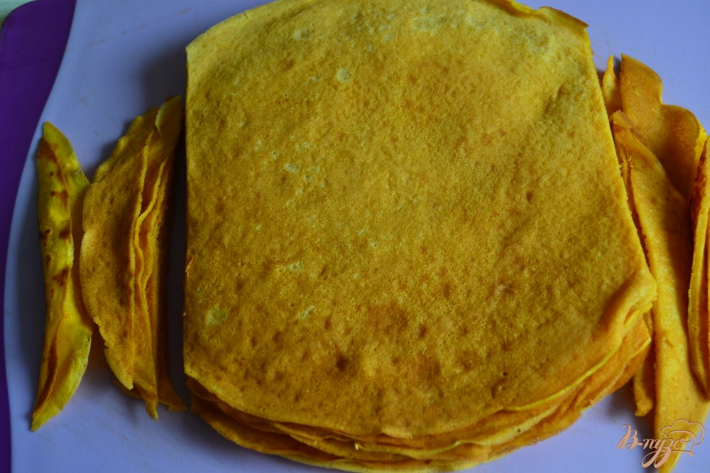 Фото приготовление рецепта: Тыквенные блинчики с кремом из маскарпоне шаг №9