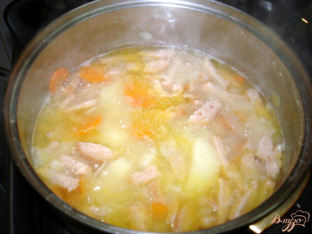Фото приготовление рецепта: Гороховый суп пюре с копчёной колбасой шаг №6