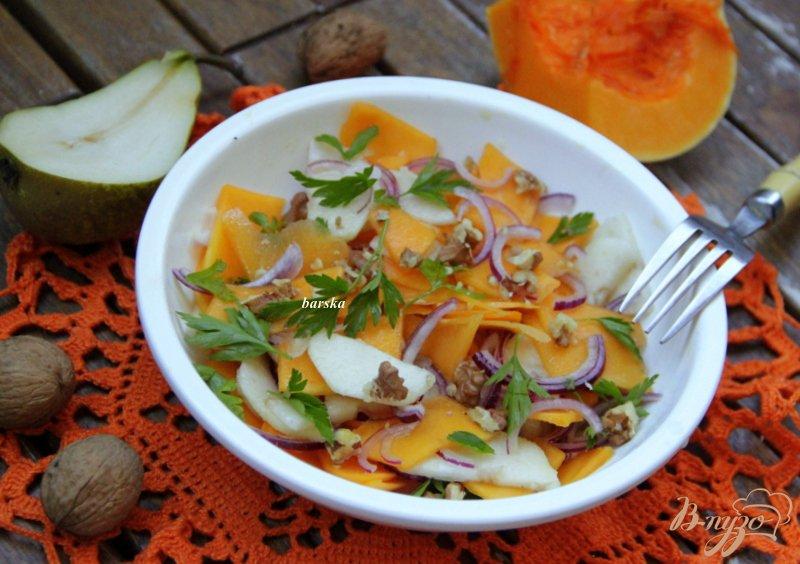 Фото приготовление рецепта: Тыквенно-грушевый салат с орехами шаг №5
