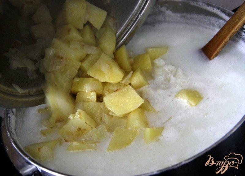 Фото приготовление рецепта: Суп-велюте из цветной капусты шаг №4