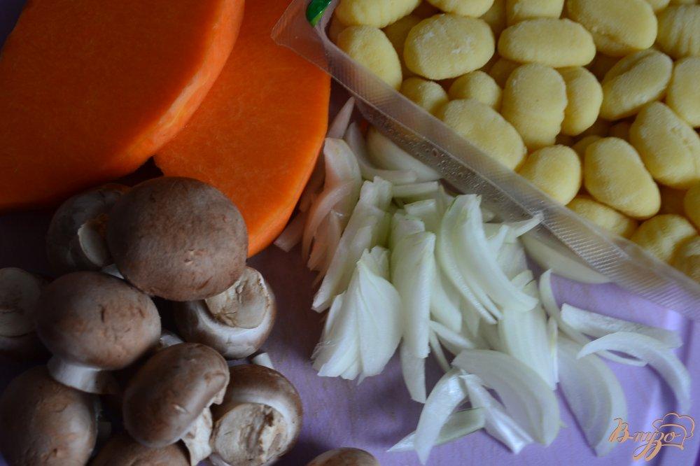Фото приготовление рецепта: Ньокки с тыквой и грибами шаг №1