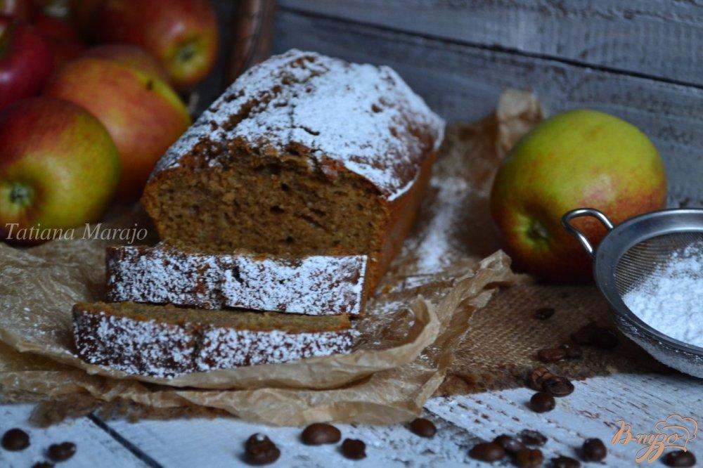 Фото приготовление рецепта: Кофейный кекс с имбирем и яблоком шаг №7
