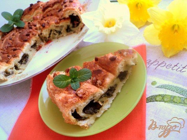 фото рецепта: Пирог с начинкой из щавеля