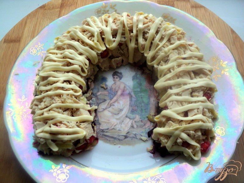 Фото приготовление рецепта: Салат «Гранатовая подкова» шаг №6