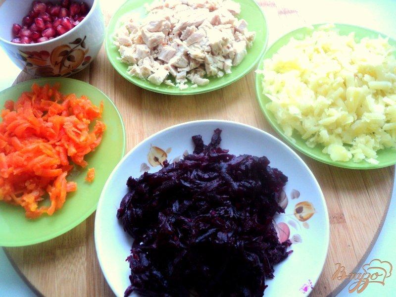 Фото приготовление рецепта: Салат «Гранатовая подкова» шаг №2