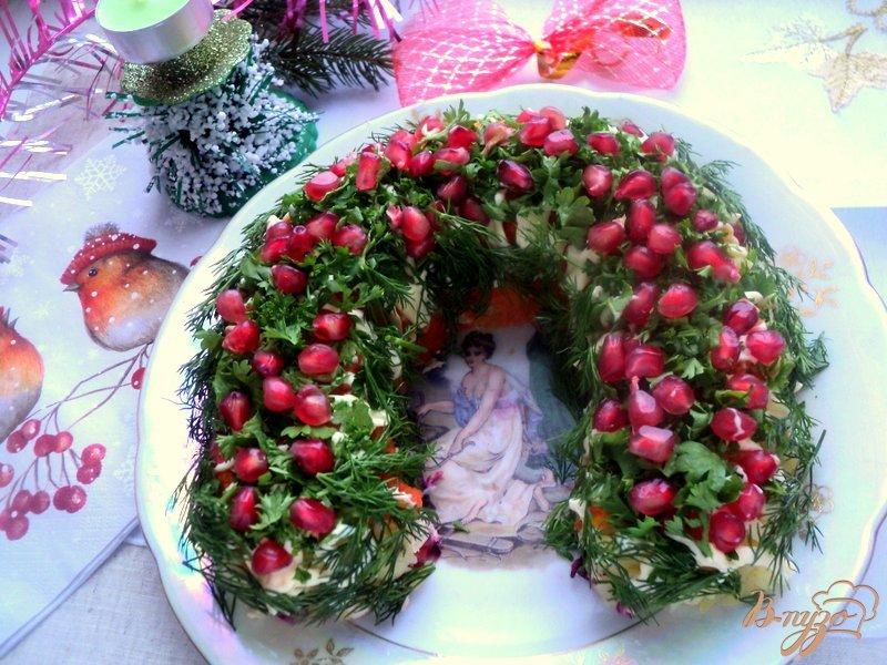 Фото приготовление рецепта: Салат «Гранатовая подкова» шаг №9