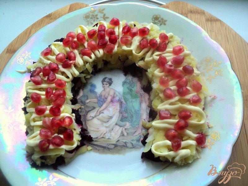 Фото приготовление рецепта: Салат «Гранатовая подкова» шаг №5