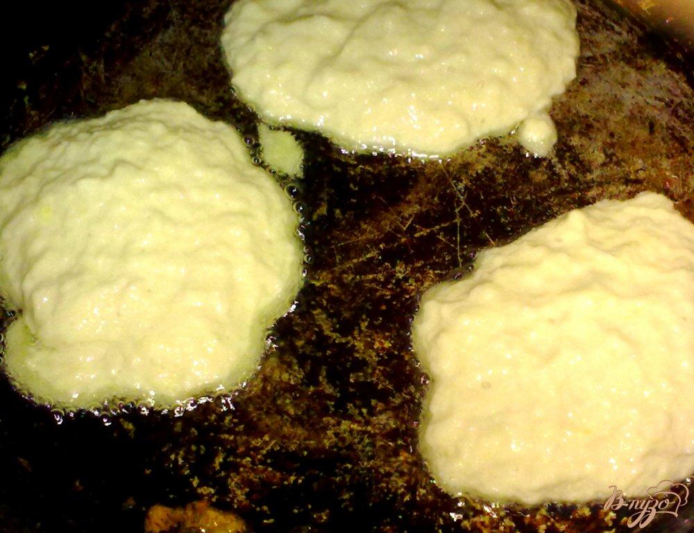 Фото приготовление рецепта: Драники с мясом шаг №6