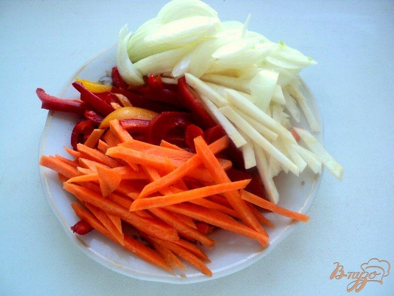 Фото приготовление рецепта: Свинина с овощами по-китайски шаг №3