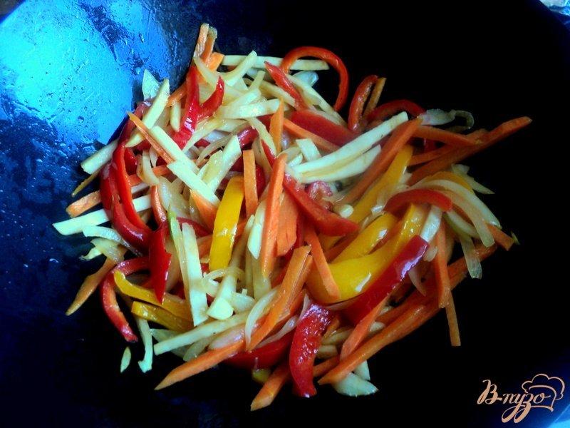 Фото приготовление рецепта: Свинина с овощами по-китайски шаг №4