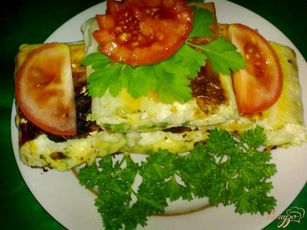 Фото приготовление рецепта: Рулетики из лаваша с сыром шаг №8