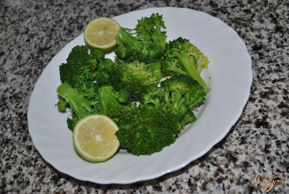Фото приготовление рецепта: Брокколи с лимонным соком шаг №3