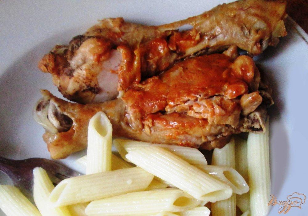 Фото приготовление рецепта: Куриная голень под соусом шаг №6