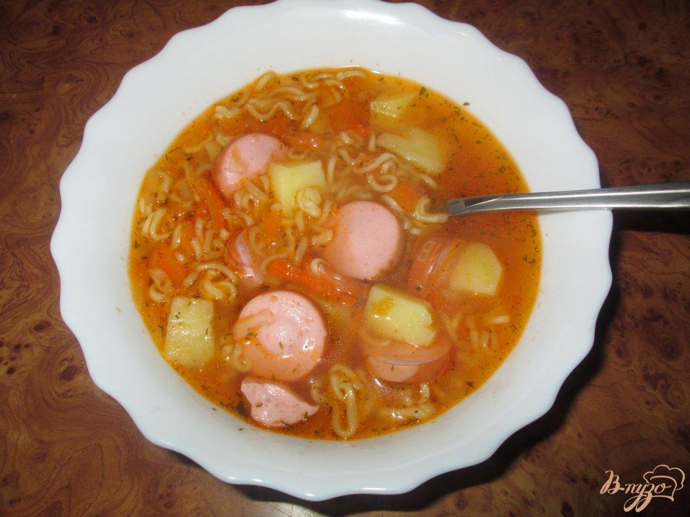 Фото приготовление рецепта: Быстрый суп с сосисками шаг №7