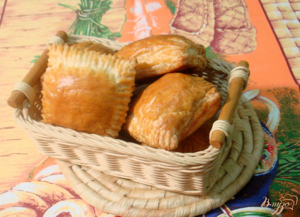 Фото приготовление рецепта: Слоёные пирожки с мясом шаг №10